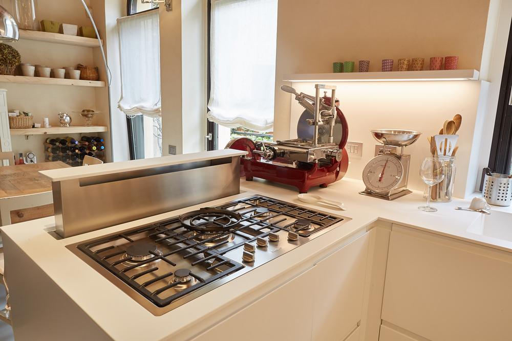 Living design parma come scegliere la cappa giusta per la cucina - Cucina con cappa a vista ...