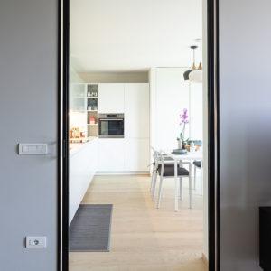 progettazione-interni-cucina-corian-parma-14